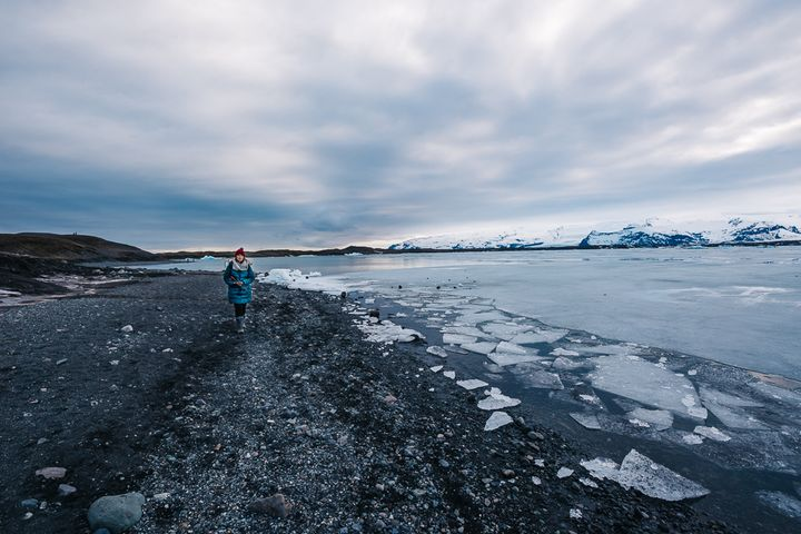 """<p><a rel=""""nofollow"""" href=""""http://www.thetravelpockets.com/new-blog/2016/4/7-day-iceland-road-trip-itinerary"""" target=""""_blank"""">WALKING ALONG THE GLACIER LAGOON</a></p>"""