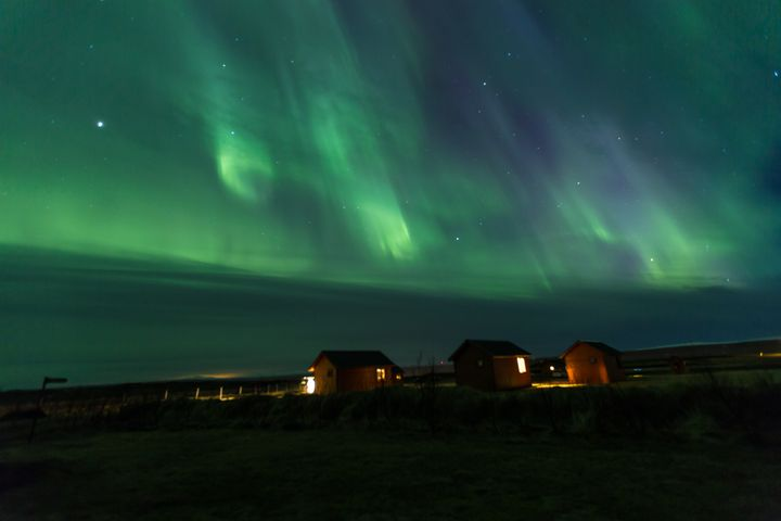 """<p><a rel=""""nofollow"""" href=""""http://www.thetravelpockets.com/new-blog/2016/4/7-day-iceland-road-trip-itinerary"""" target=""""_blank"""">NORTHERN LIGHTS OVER THE HVAMMSTANGI COTTAGES</a></p>"""