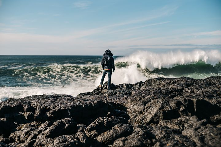 """<p><a rel=""""nofollow"""" href=""""http://www.thetravelpockets.com/new-blog/2016/4/7-day-iceland-road-trip-itinerary"""" target=""""_blank"""">STANDING BY THE INCREDIBLE WAVES OF HELLNAR</a></p>"""