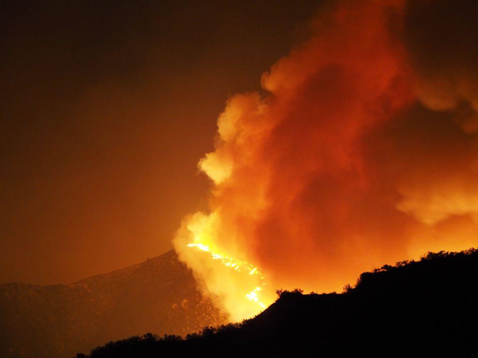 TheSand Fire burns in Santa Clarita.