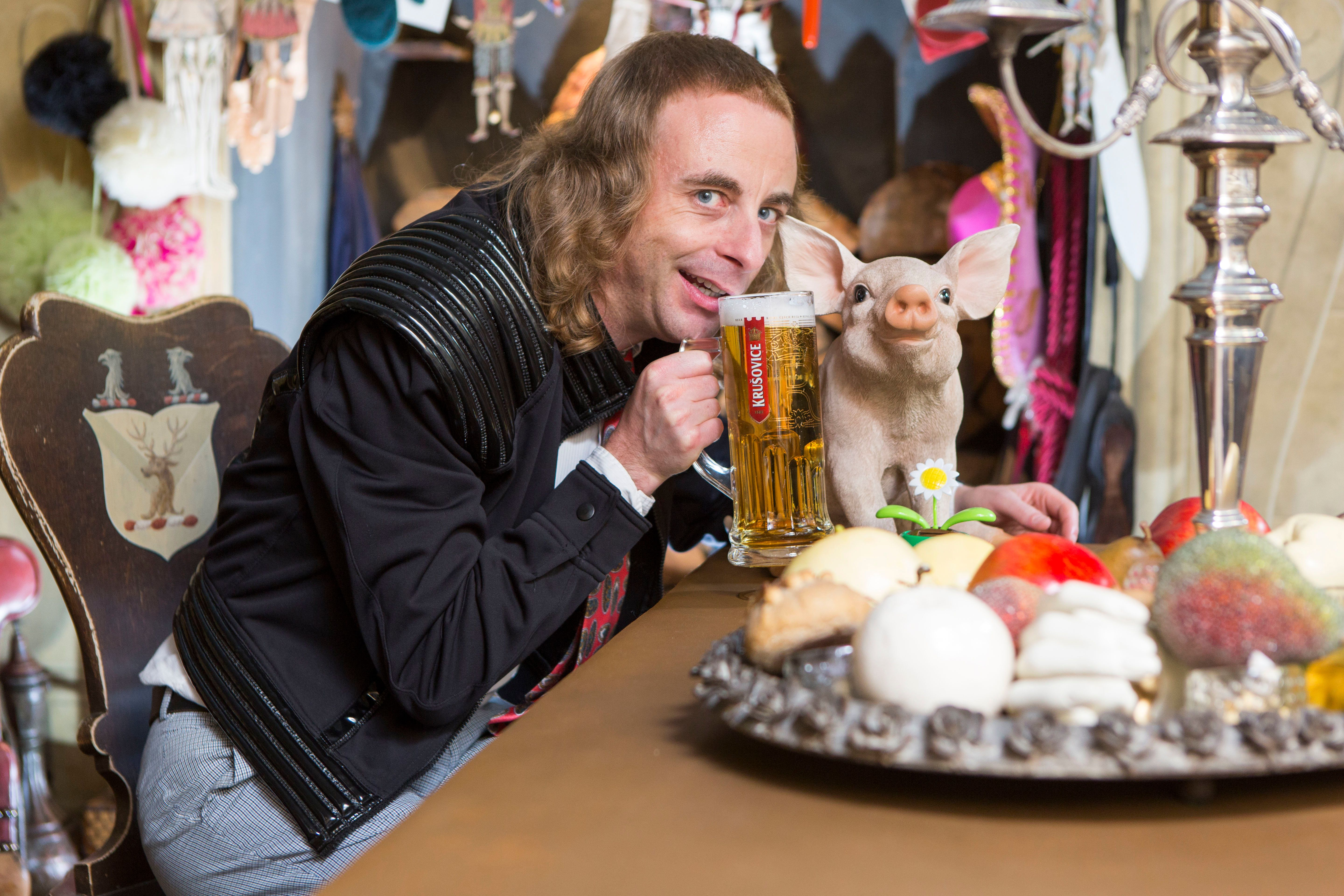 Watch Paul Foot's 'The Curious Curator' Live On HuffPost UK Comedy's Facebook