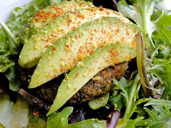 """<strong>Get the <a href=""""http://sketch-freeveganeating.blogspot.ca/2012/03/juice-pulp-veggie-burgers-blueberry.html"""" target="""""""