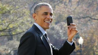 US President Barack Obama shows his Blackberry as he walks on the South Lawn of the White House in Washington, DC. Obama forgot to take his Blackberry devise and returned to pick it up at The White House before his departure to Las Vegas, Nevada on November 21, 2014. AFP PHOTO/YURI GRIPAS        (Photo credit should read YURI GRIPAS/AFP/Getty Images)