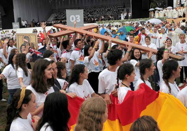 Pilgrims hold a cross during the opening mass of World Youth Day in Krakow, Poland July 26, 2016.