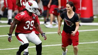 GLENDALE, AZ - AUGUST 01:  Intern linebacker coach Jen Welter of the Arizona Cardinals runs alongside running back Robert Hughes #39 during a team training camp at University of Phoenix Stadium on August 1, 2015 in Glendale, Arizona.  (Photo by Christian Petersen/Getty Images)