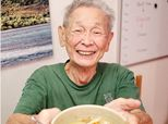 Photographer Captures Uncle's Alzheimer's Journey In Striking Photos