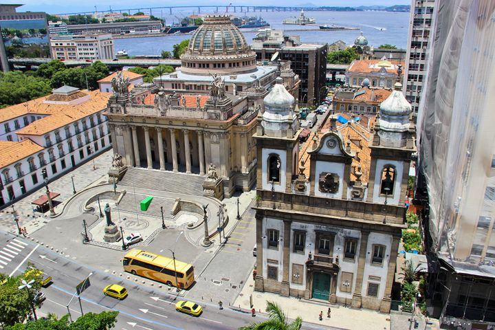 The Paço Imperial, or Imperial Palace is one of Rio'shistoric building. It was originally built in the18th century to serve as residence for the governors of colonial Brazil. Today, it functions as a cultural center.