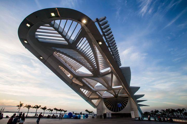 The recently openedMuseum of Tomorrow, located next to the waterfront at Pier Maua in the new Porto Maravilha area, was designed bySpanish neofuturistic architect Santiago Calatrava.