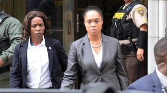 City State's Attorney Marilyn Mosby (C) departs the courthouse in Baltimore, Maryland, U.S. on June 23, 2016. Baltimore's top prosecutor on July 27, 2016 dropped remaining charges against police officers tied to the death of black detainee Freddie Gray, after failing four times to secure convictions in a case that inflamed the U.S. debate on race and justice.  REUTERS/Bryan Woolston/File Photo