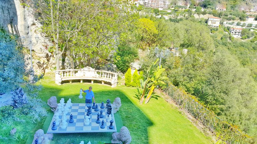 A big chessboard right in the middle of one of the many gardens