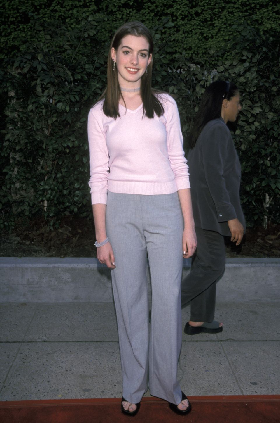 Dress code for wedding garden party - Anne Hathaway Style Evolution