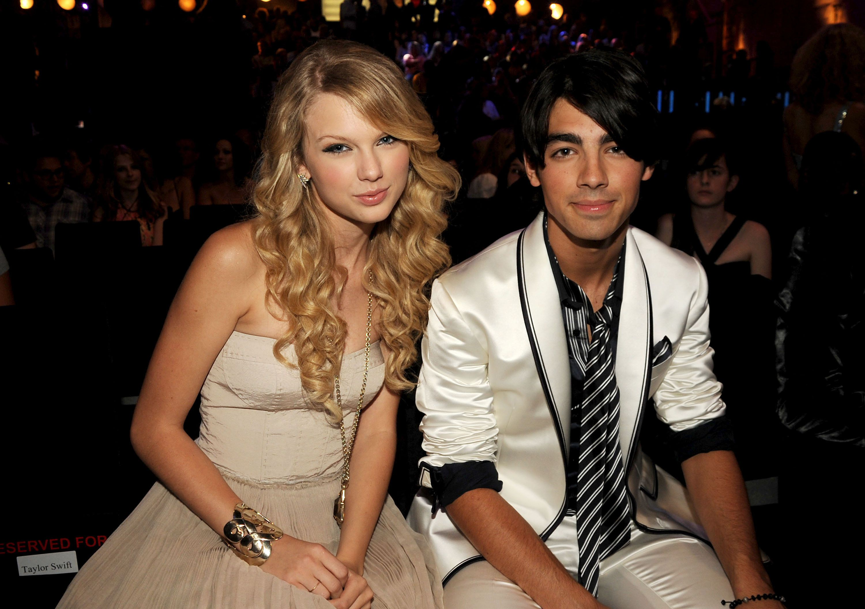 LOS ANGELES, CA - SEPTEMBER 07:  Singers Taylor Swift and Joe Jonas at the 2008 MTV Video Music Awards  at Paramount Pictures Studios on September 7, 2008 in Los Angeles, California.  (Photo by Jeff Kravitz/FilmMagic)