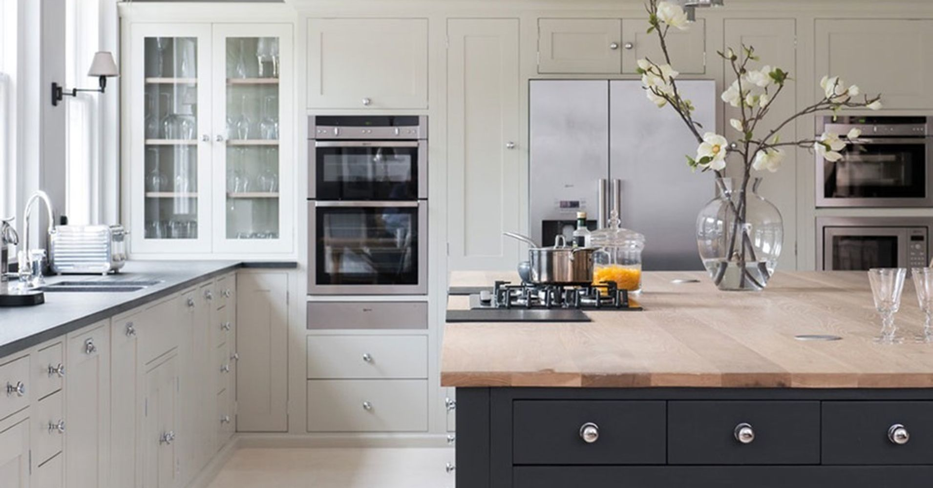 6 kitchen cabinet amp storage tips from design experts 6 kitchen cabinet color trends decorated life