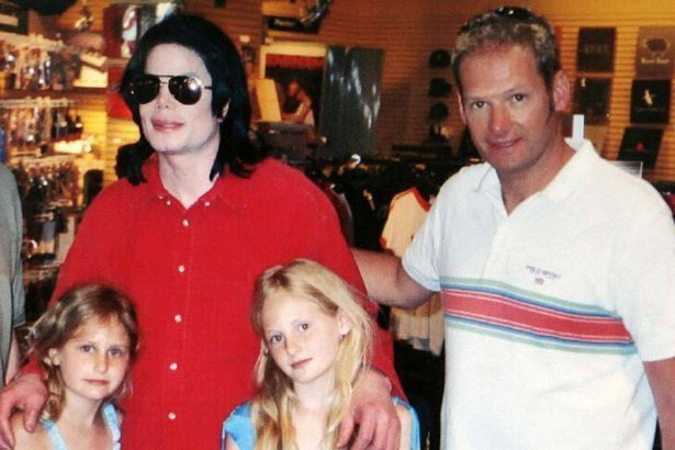Harriet Lester (Left), Seen Here With Jackson, Her Sister Olivia And Father Mark Lester, Was Jackson's God Daughter.