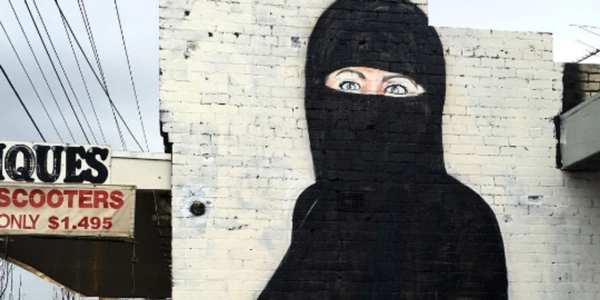 street artist censors 39 offensive 39 hillary clinton mural by. Black Bedroom Furniture Sets. Home Design Ideas