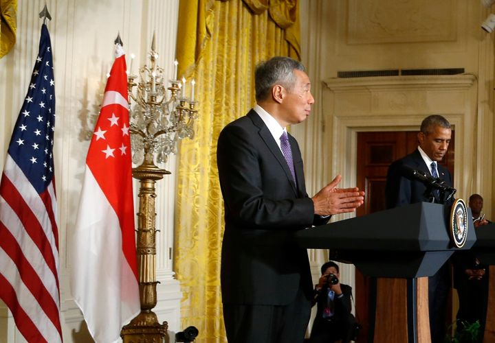 Singapore Prime Minister Lee Hsien Loong addresses a joint news conference with U.S. President Barack Obama (R) at the White
