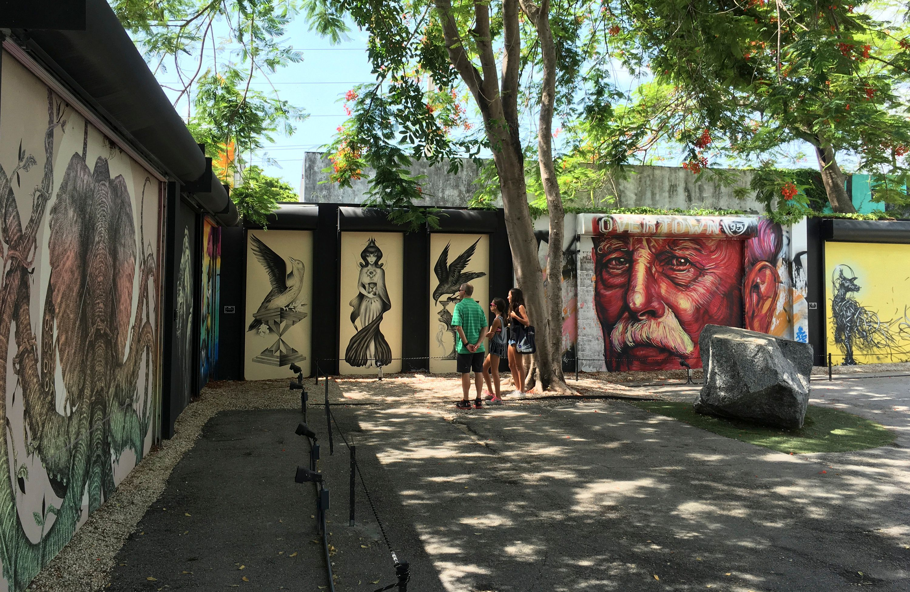 Tourists visit the Wynwood Walls, a popular outdoor graffiti exhibit that also falls in the approximately one-mile area where Florida Governor Rick Scott and state health officials announced one woman and three men contracted the Zika virus locally, in Miami, Florida July 29, 2016.   REUTERS/Zachary Fagenson