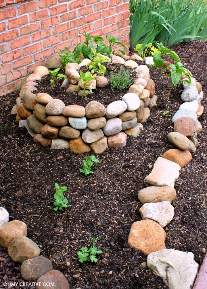 A spiralized design will make your garden pop.