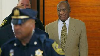 Bill Cosby (R), walks off the elevator to the second floor of the Montgomery County Courthouse on his way to Courtroom A surrounded by Montgomery County police officers in Norristown, Pennsylvania, U.S. on July 7, 2016.  REUTERS/Michael Bryant/Pool