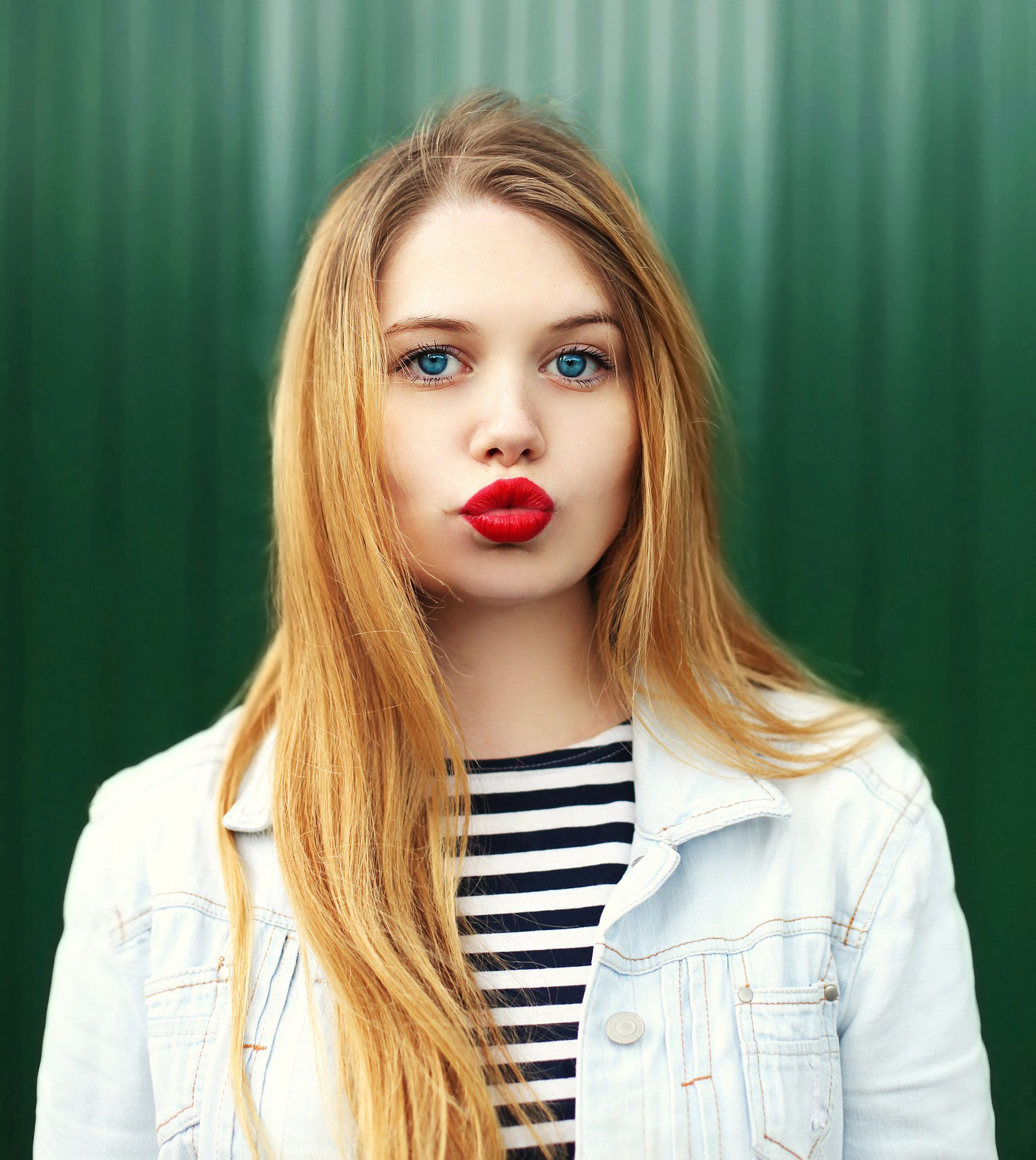 Dating a younger woman pros and cons in Sydney