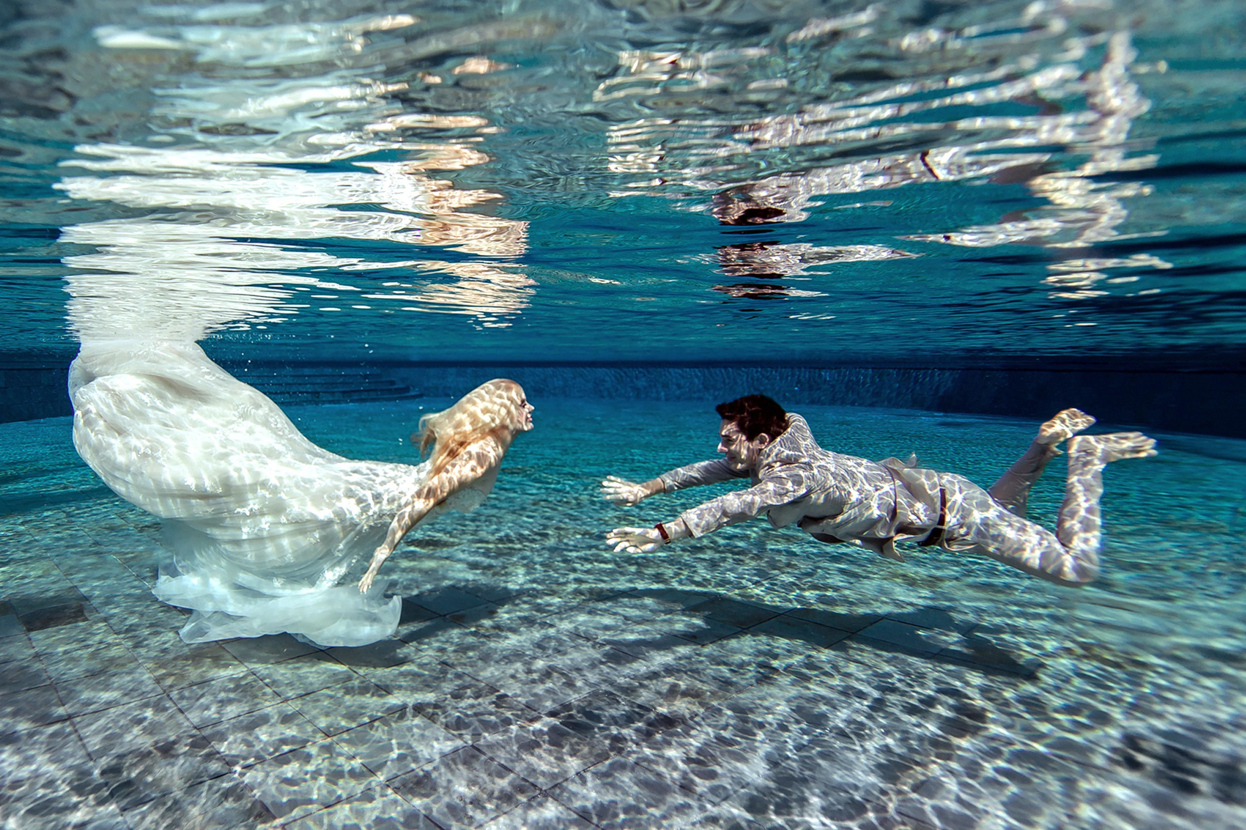 Newlyweds' Underwater Wedding Photos Are Like Something From A