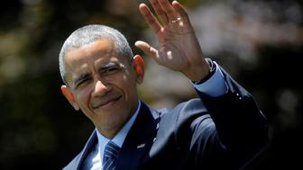 U.S. President Barack Obama waves as he walks on the South Lawn of the White House during his departure to Charlotte, North Carolina, in Washington, U.S., July 5, 2016. REUTERS/Carlos Barria