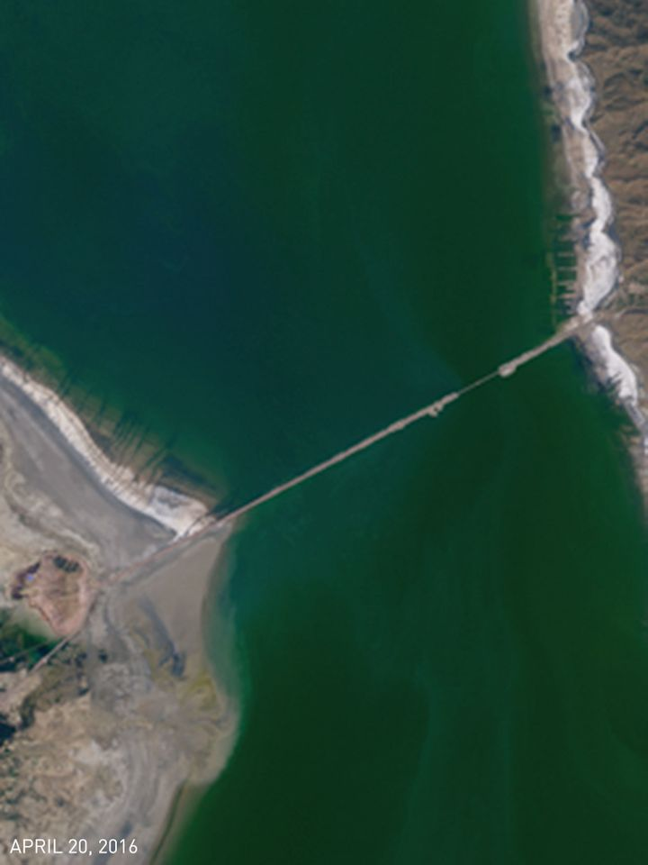 <strong>Close-Up.</strong> The waters surrounding the Lake Urmia bridge shifted from green on April 20 to red by July 9.