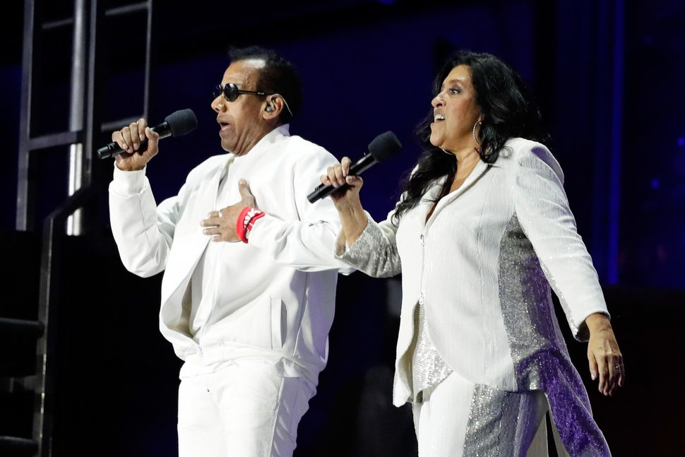 Regina Case performs with Jorge Ben Jor during the Opening Ceremony.