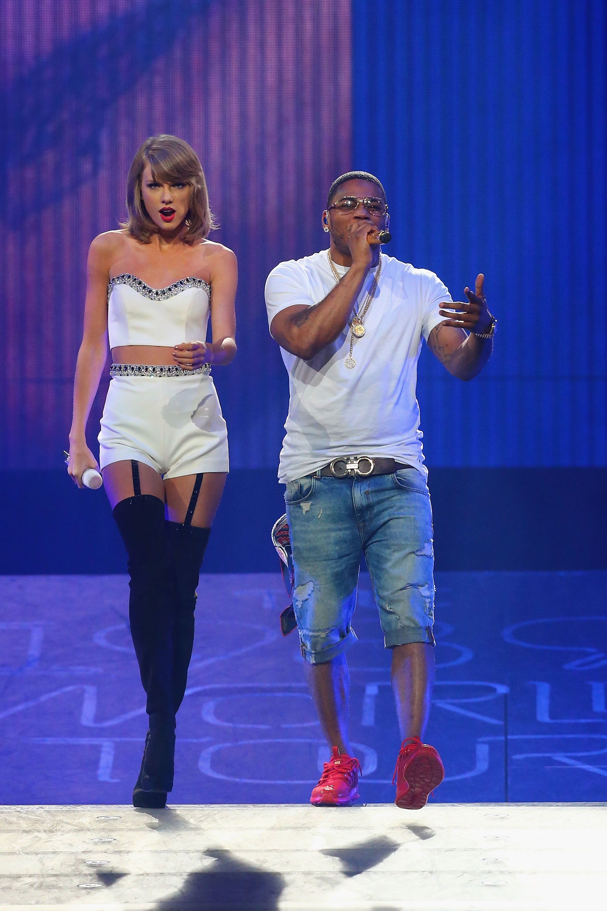 ST LOUIS, MO - SEPTEMBER 29:  Taylor Swift performs with special guest Nelly onstage during the 1989 World Tour at Scottrade Center on September 29, 2015 in St Louis, Missouri.  (Photo by Dilip Vishwanat/LP5/Getty Images for TAS)