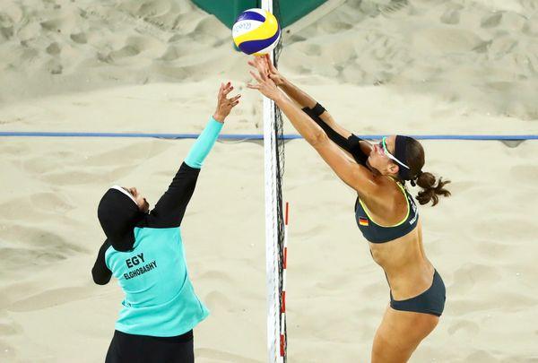 Elghobashy and Kira Walkenhorst of Germany face off.