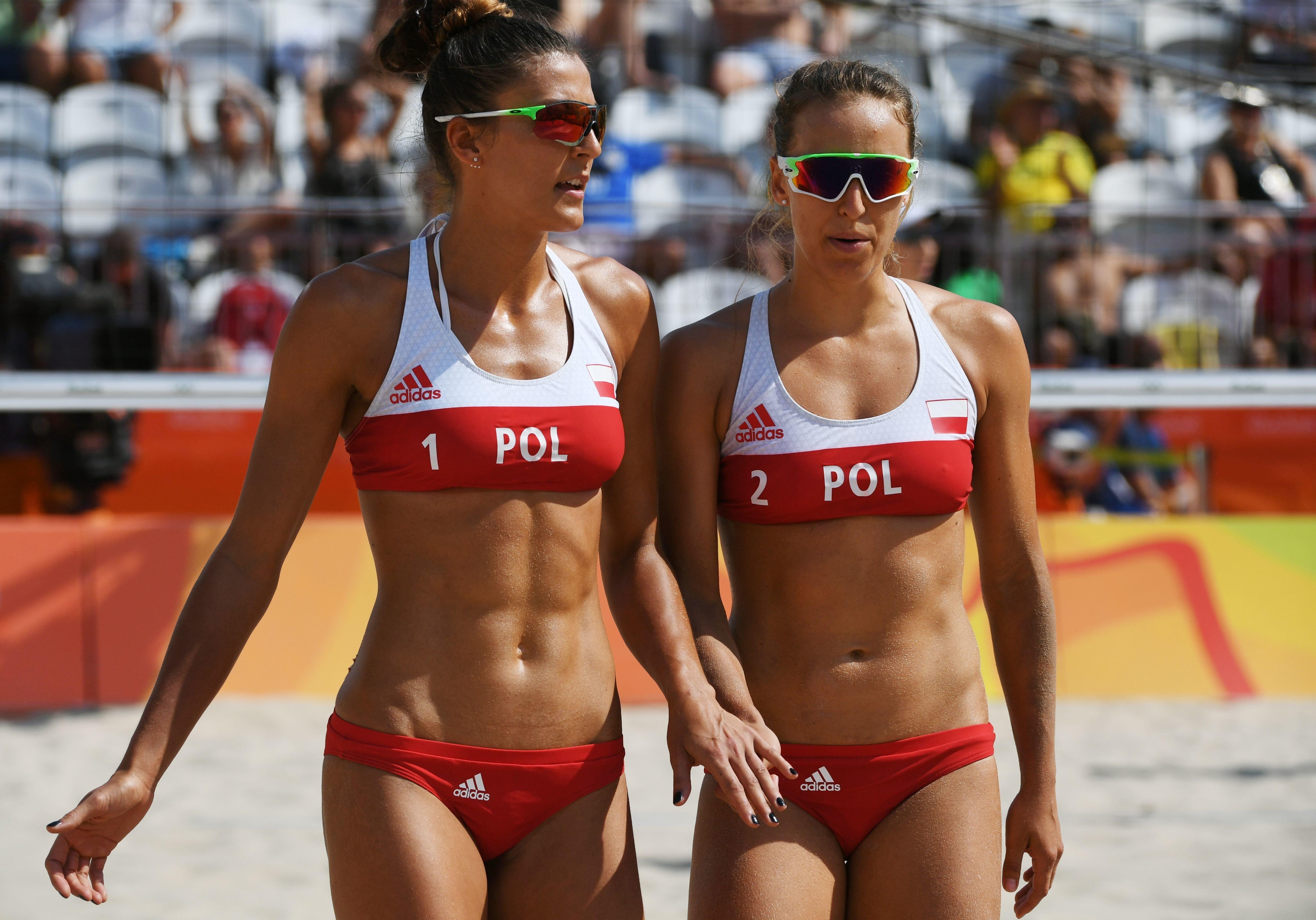 beach volleyball players Girls