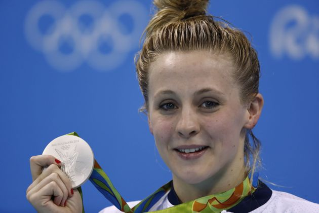 Siobhan-Marie O'Connor poses with her silver medal on the podium of the women's 200m individual medley