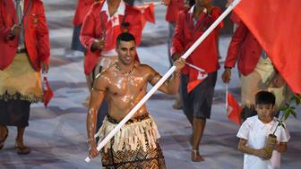 Tonga's flagbearer Pita Nikolas Taufatofua leads his delegation during the opening ceremony of the Rio 2016 Olympic Games at the Maracana stadium in Rio de Janeiro on August 5, 2016. / AFP / OLIVIER MORIN        (Photo credit should read OLIVIER MORIN/AFP/Getty Images)