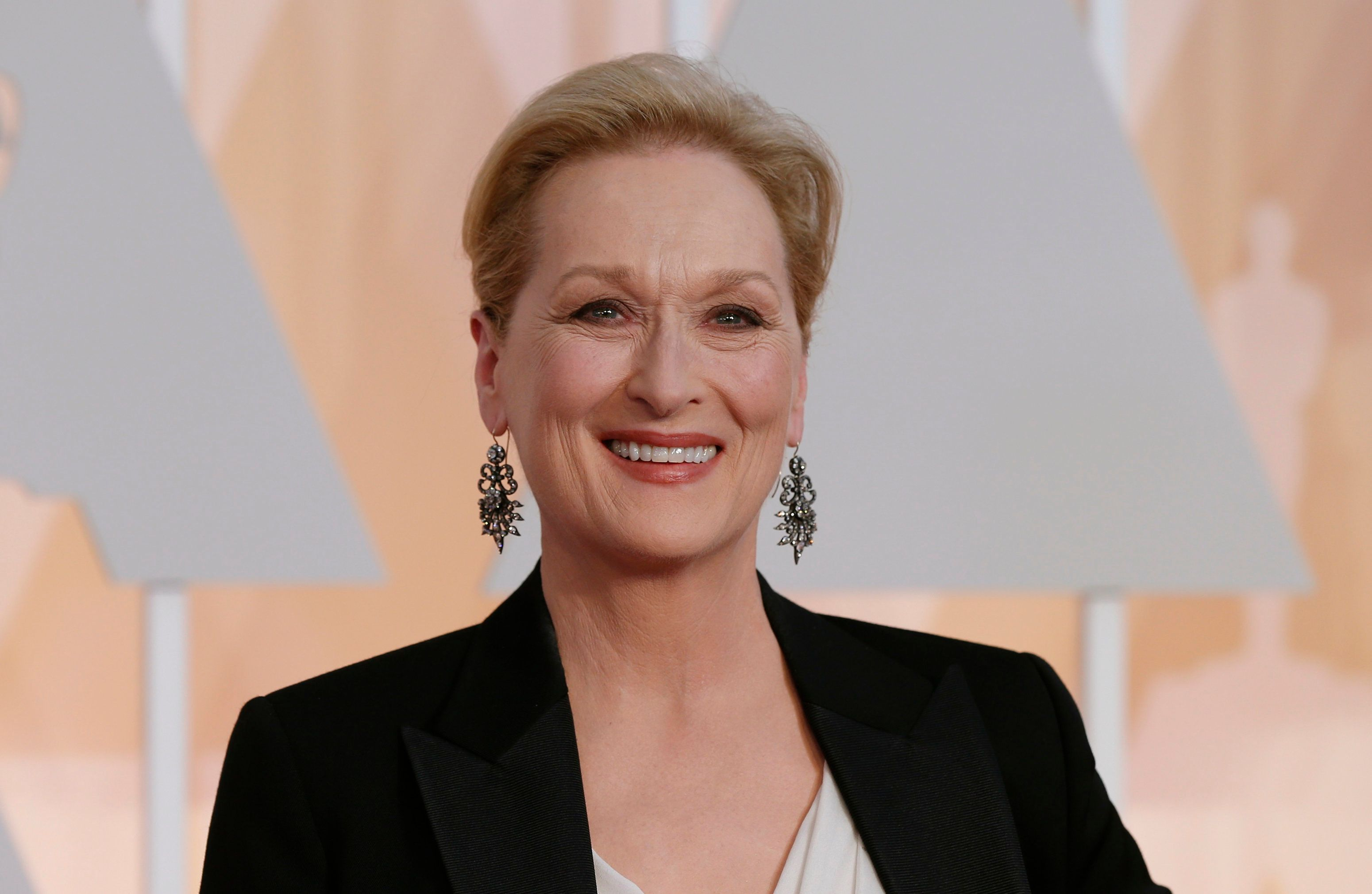 Actress Meryl Streep, wearing Fred Leighton Jewels, arrives at the 87th Academy Awards in Hollywood, California February 22, 2015.    REUTERS/Mario Anzuoni (UNITED STATES  - Tags: ENTERTAINMENT)  (OSCARS-ARRIVALS)