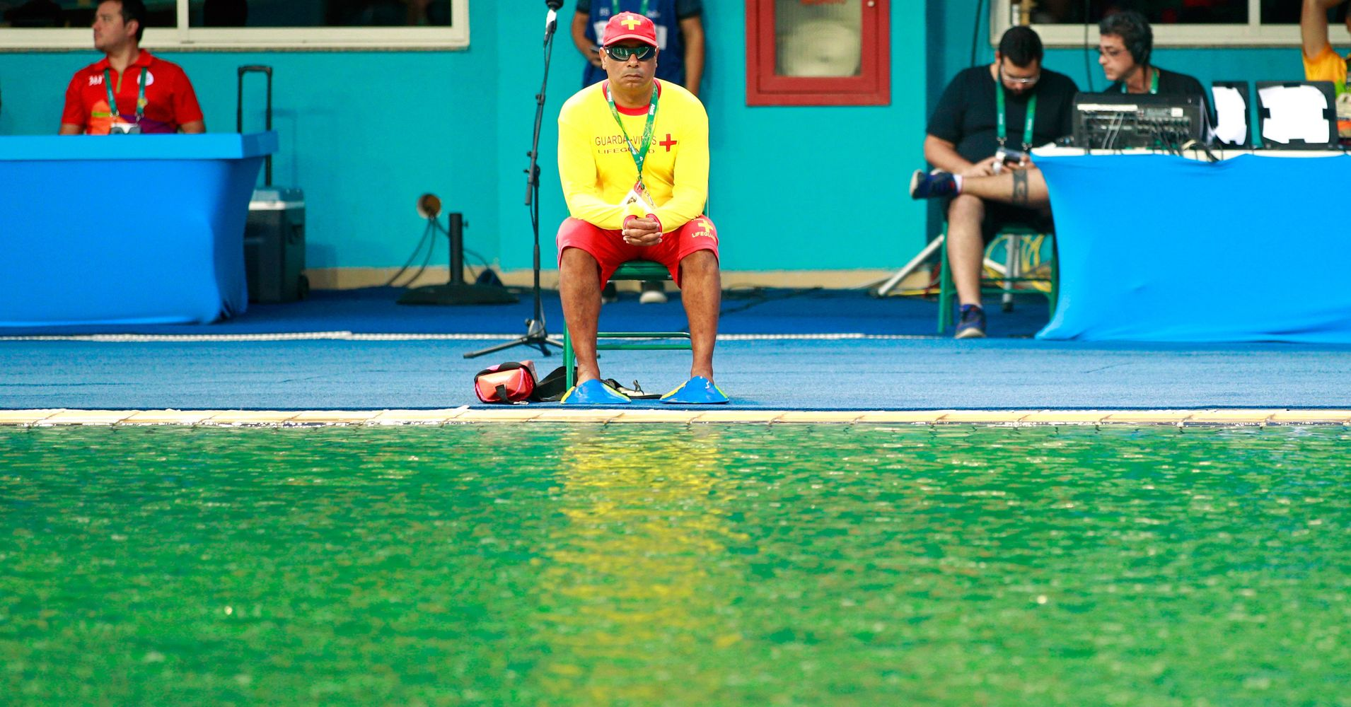 So Someone Dumped 160 Liters Of Hydrogen Peroxide In 2 Olympic Pools Huffpost