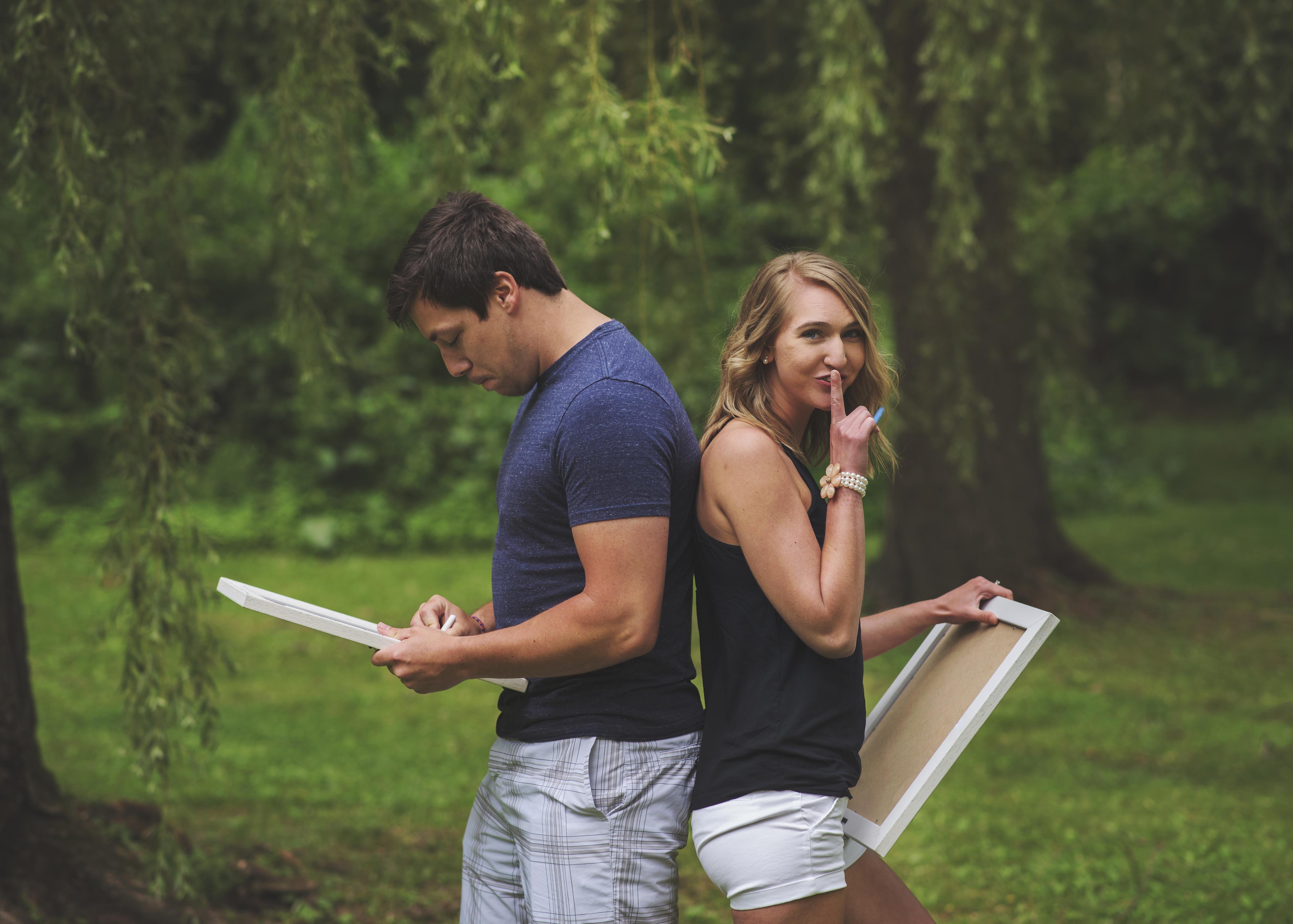 Bri Dow organized a photo shoot to surprise her husband Brandon with herpregnancy news.