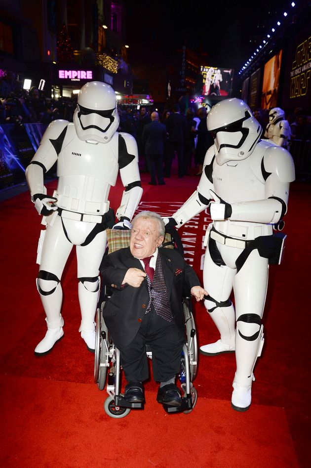 Kenny Baker at the 'Star Wars: The Force Awakens' premiere in