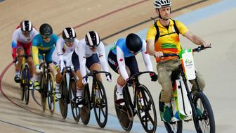2016 Rio Olympics - Cycling Track - Preliminary - Women's Keirin First Round - Rio Olympic Velodrome - Rio de Janeiro, Brazil - 13/08/2016. Monique Sullivan (CAN) of Canada leads at the start of the race. REUTERS/Eric Gaillard FOR EDITORIAL USE ONLY. NOT FOR SALE FOR MARKETING OR ADVERTISING CAMPAIGNS.