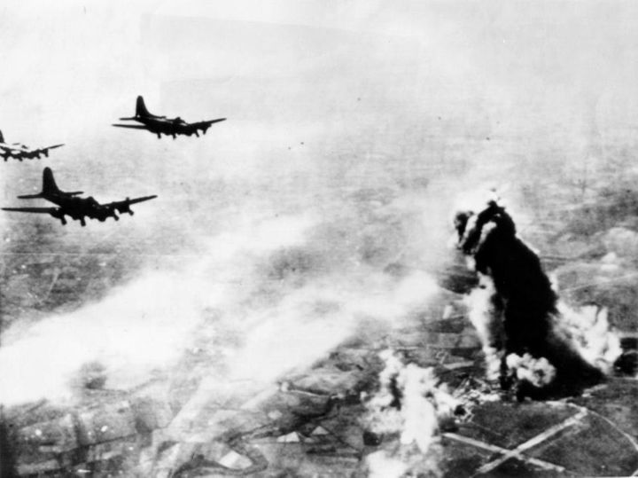 <i>B-17 bombers approaching the Avord Air Base&nbsp;on April 28, 1944</i>