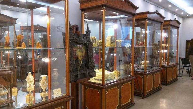 All types of amber are exhibited in the Amber Museum.