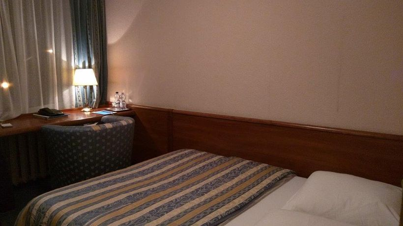 "Rate for a standard room in central <a href=""http://hotel.kaliningrad.ru/eng/kaliningrad/"" target=""_blank"">Hotel Kaliningrad<"