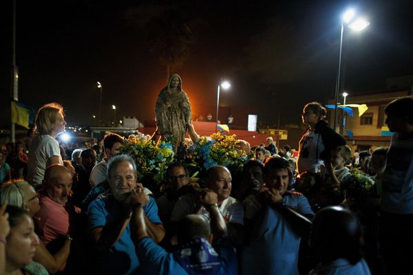 Fishermen carry the image of the Virgin of Palm back to the sea.