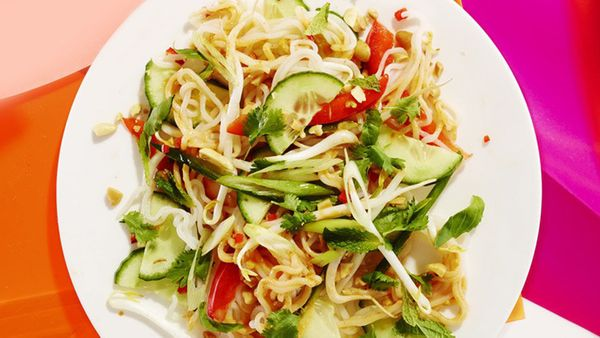 No-cook noodles that pack fewer than 20 calories per serving may sound impossible -- until you meet shirataki noodles. These