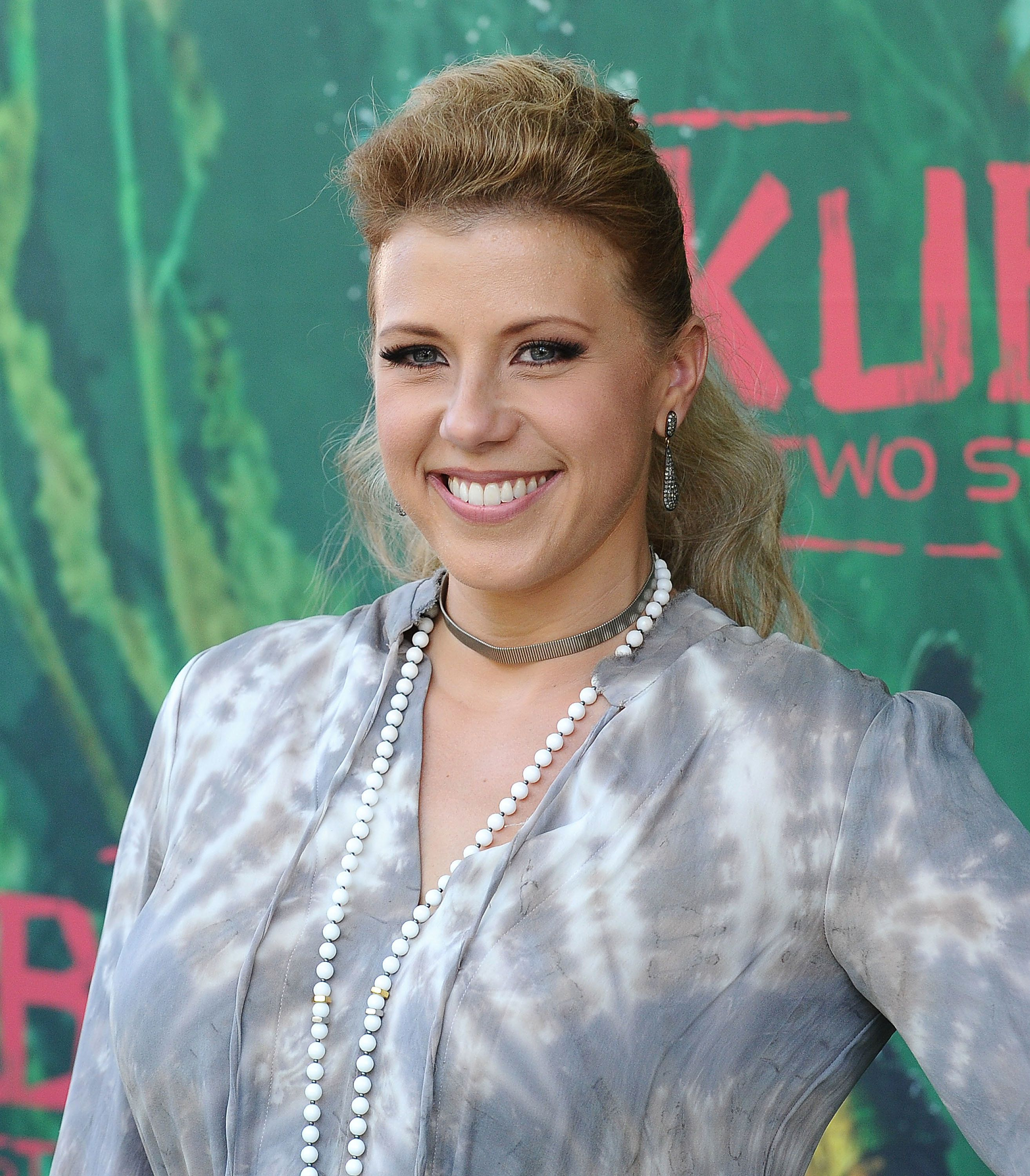 UNIVERSAL CITY, CA - AUGUST 14:  Actress Jodie Sweetin attends the premiere of 'Kubo and the Two Strings' at AMC Universal City Walk on August 14, 2016 in Universal City, California.  (Photo by Jason LaVeris/FilmMagic)
