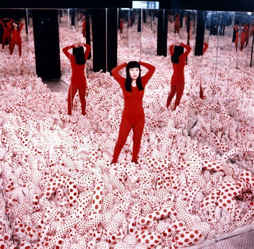 Yayoi kusama installation view of infinity mirror room phallis field