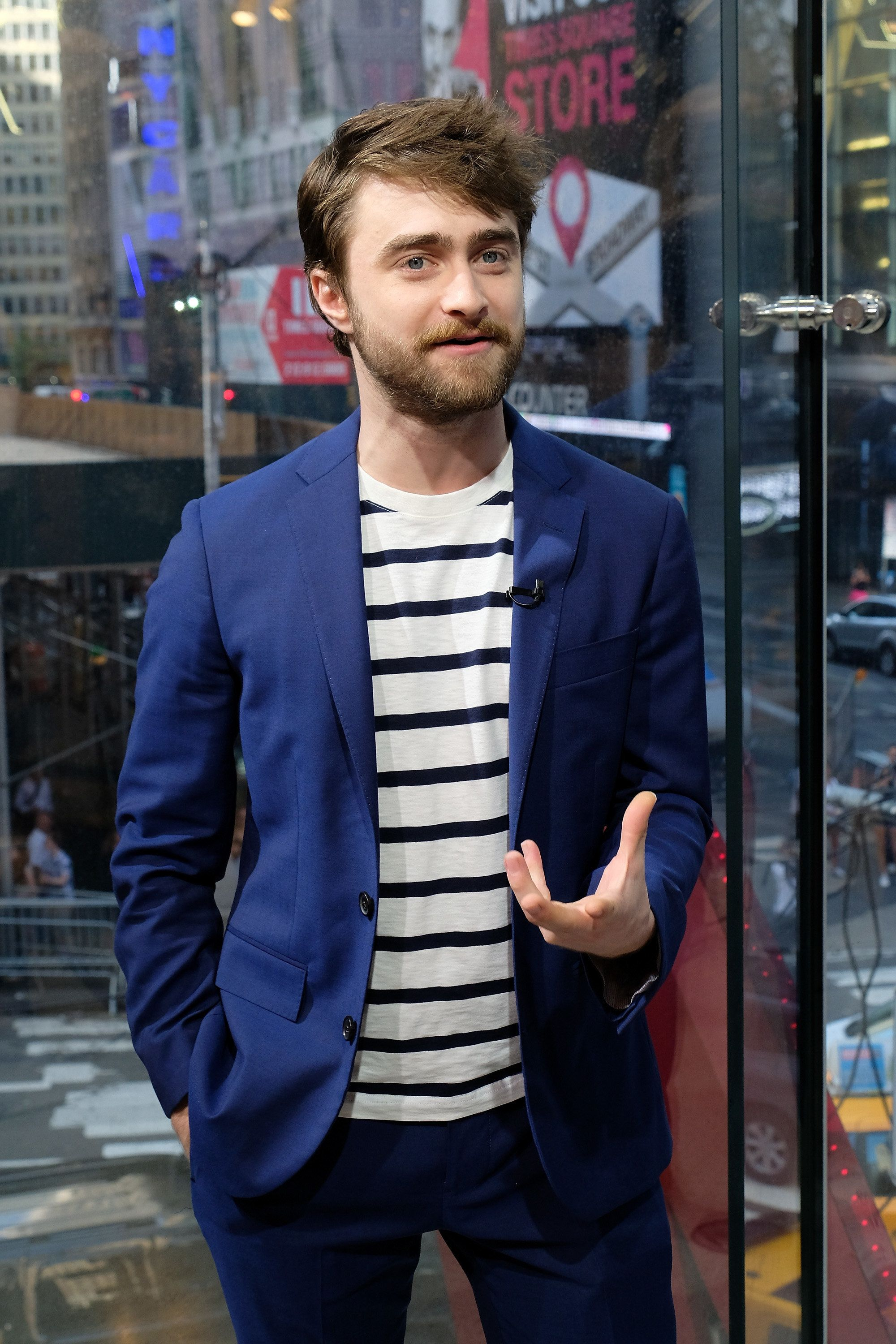 NEW YORK, NY - AUGUST 15:  Daniel Radcliffe visits 'Extra' at their New York studios at H&M in Times Square on August 15, 2016 in New York City.  (Photo by D Dipasupil/Getty Images)