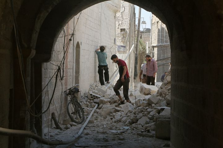 Airstrikes and shelling in and around Aleppo this month killed 422 civilians, including 142 children,according to