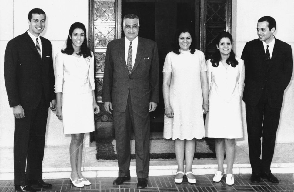 Gamal Abdel Nasser with his wife, his two daughters and their husbands. Ashraf Marwan stands next to Mona on the far right.