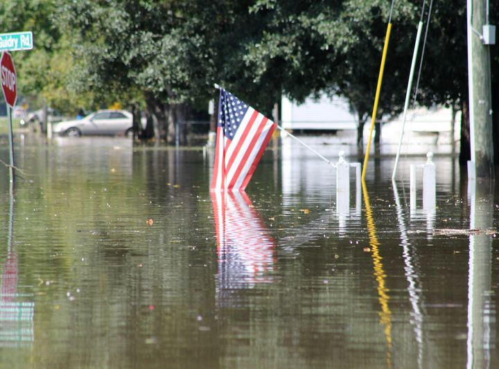 Tens of thousands of people have fled their homes due to flooding in Louisiana.The death toll had risen to13 as o
