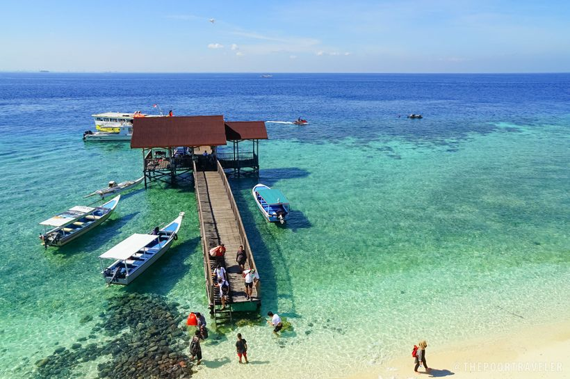 Indulge on the clear waters and white sands of the Kodingareng Keke Island.